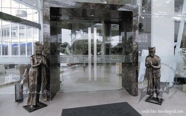 patung-pintu-masuk