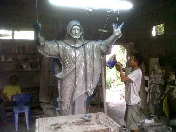 pengrajin patung yesus