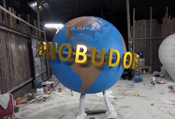 patung-bola-dunia